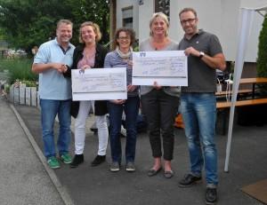 Spendenübergabe am Straßenfest