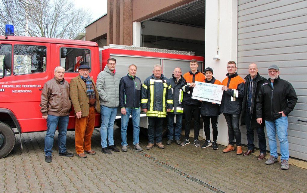 Scheckübergabe bei der Freiwilligen Feuerwehr Neuensorg